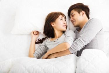 4 Tips Agar Gairah Hubungan Intim dengan Pasangan Tetap Terjaga