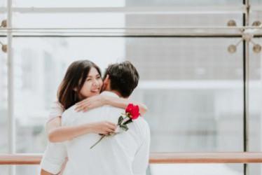 Cara Menjadi Pasangan yang Lebih Romantis Menurut Zoya Amirin