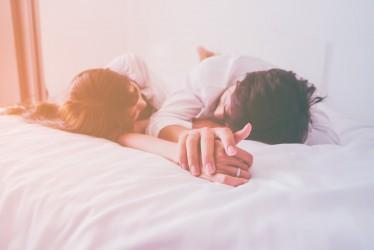 Tips Melakukan Hubungan Intim yang Sehat, Menyenangkan, dan Tak Terlupakan